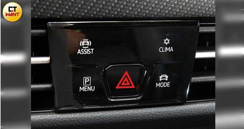 10吋中控觸控螢幕也能以手勢切換,螢幕正下方的按鍵區,左上是Level 2輔助駕駛按鍵、左下是停車輔助鍵、右上是空調快捷鍵、右下是駕駛模式選擇鍵。(圖/黃耀徵攝)