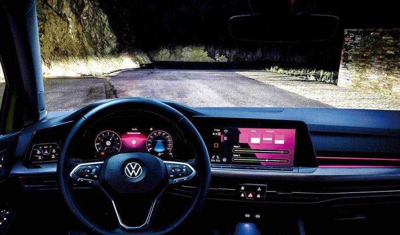 IQ Light智慧頭燈會依外在的照明條件,自動切換遠、近光燈,並能隨方向盤轉動光照。(圖/台灣福斯提供)