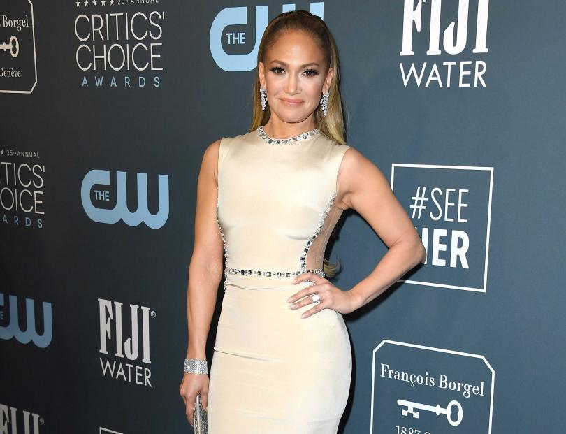 美國流行音樂天后珍妮佛羅培茲(Jennifer Lopez),佩戴Harry Winston鑽飾出席第25屆「美國評論家選擇電影獎」頒獎典禮。(圖片提供╱Harry Winston)