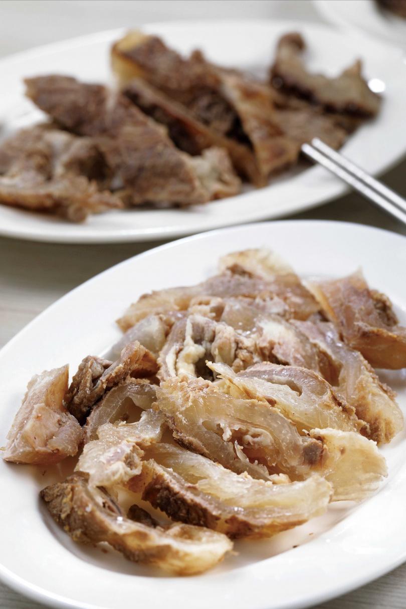 火鍋料「牛筋」給得大方,入鍋後要續煮1小時以上才會軟嫩。(200元)(圖/于魯光攝)