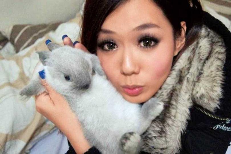 首次養寵物的李又汝,選擇溫柔可愛的兔子,也時常和牠親密合照。(圖/李又汝提供)