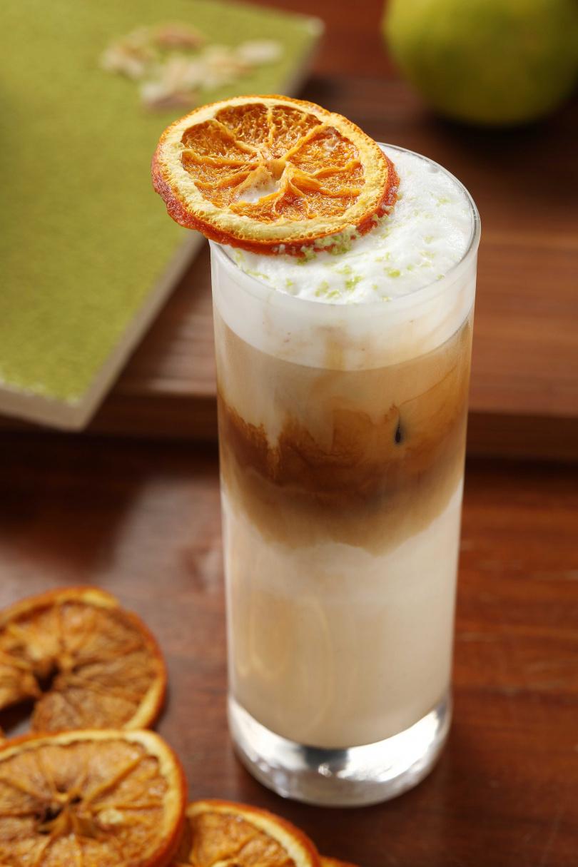 散發檸檬清香的「檸橙拿鐵」是店家獨創的咖啡品項。
