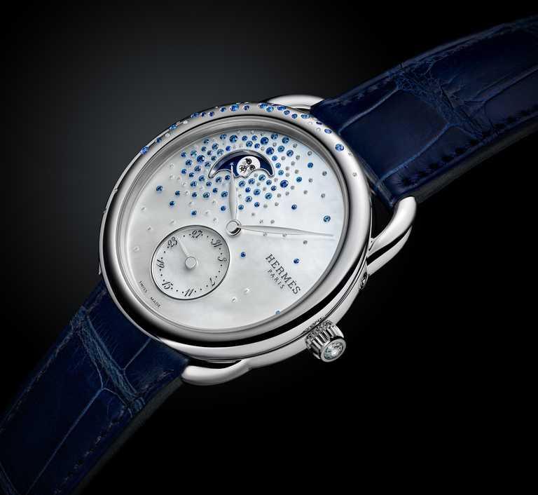 HERMÈS「ARCEAU Petite Lune」小月相珠寶腕錶,26mm,精鋼錶殼,H1837型自動上鏈機芯,藍寶石87顆,鑽石68顆╱350,400元。(圖╱HERMÈS提供)