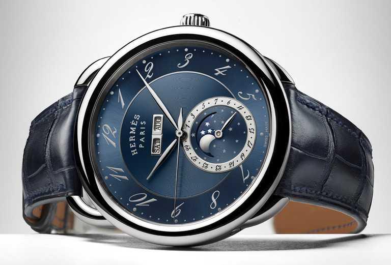 HERMÈS「ARCEAU Grande Lune」全日曆大月相腕錶,43mm,316L精鋼錶殼,瑞士製自動上鏈機芯╱203,200元。(圖╱HERMÈS提供)