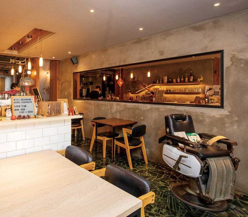 柒壹喫堂保留前身理髮院的元素,成為充滿特色的定食店。(圖/宋岱融攝)