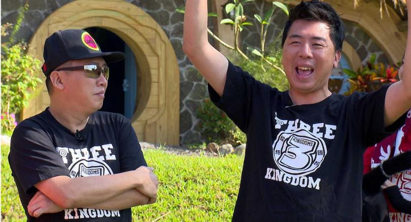 趙正平(左)和梁赫群組成「赫膽麥趙」,擔任節目一日守關人。(圖/台視提供)