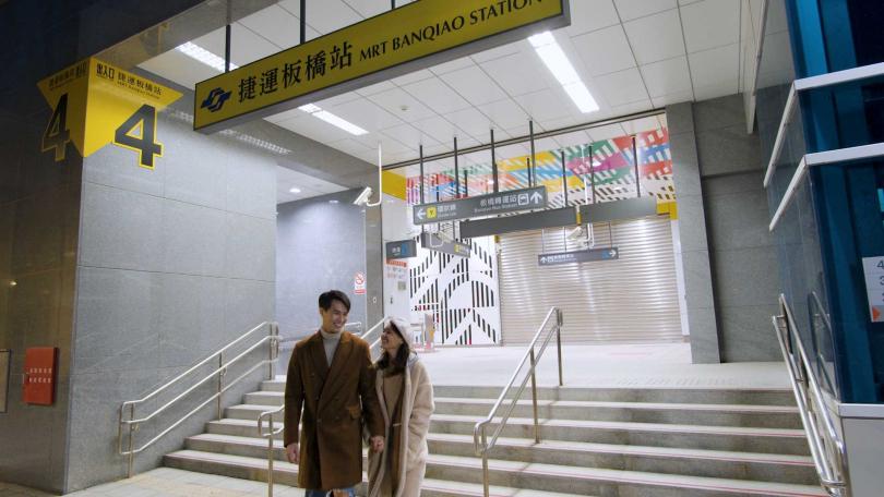 超美「捷運板橋站」送你到耶誕最不可錯過的約會聖地。(圖/新北觀旅局)