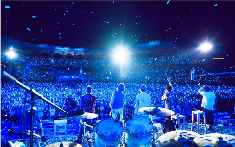 五月天台上感謝歌迷20年陪伴。(圖/相信音樂)