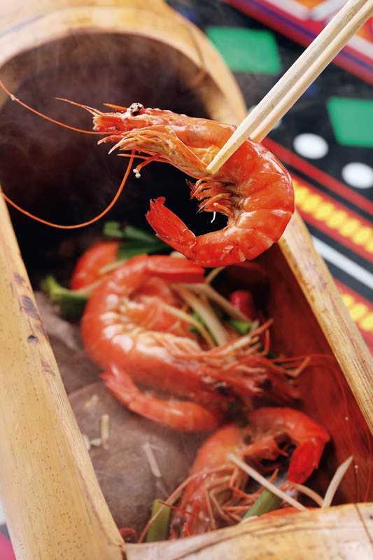 以石煮法料理的「阿美石頭蝦」,肉質更為甜美。(480元)(圖/于魯光)