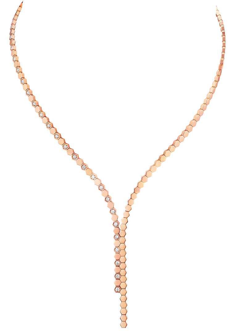 CHAUMET「Bee My Love系列」玫瑰金Y字鑽石項鍊╱829,000元。(圖╱CHAUMET提供)