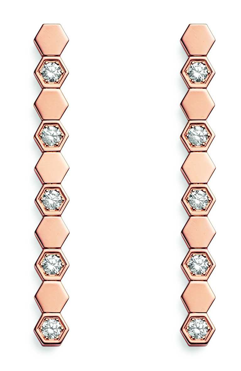 CHAUMET「Bee My Love系列」18K玫瑰金垂墜式鑽石耳環╱275,000元。(圖╱CHAUMET提供)