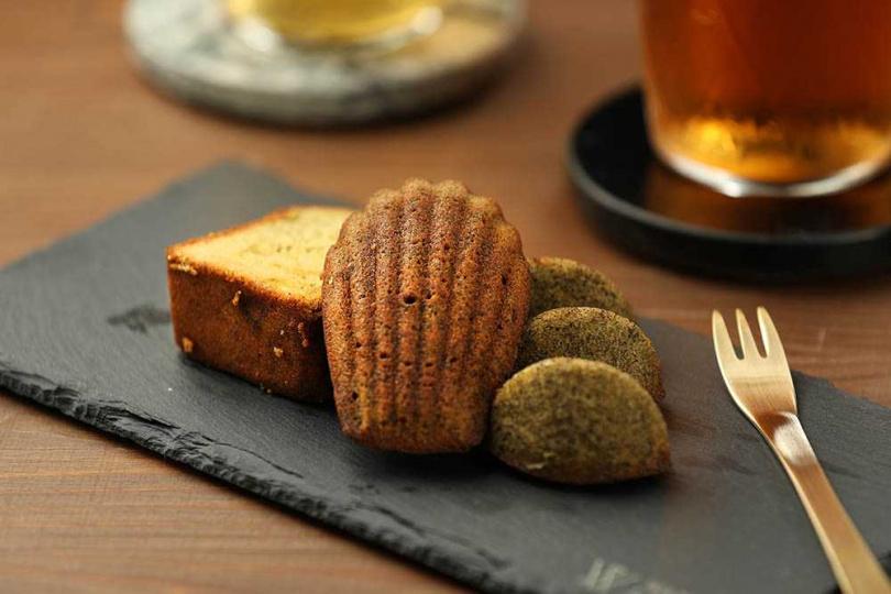 「某某甜點組合」可嘗到含果乾的文山包種磅蛋糕、彰顯茶香的奇種烏龍馬德蓮,以及鐵觀音費南雪。(150元/3種)(圖/于魯光攝)