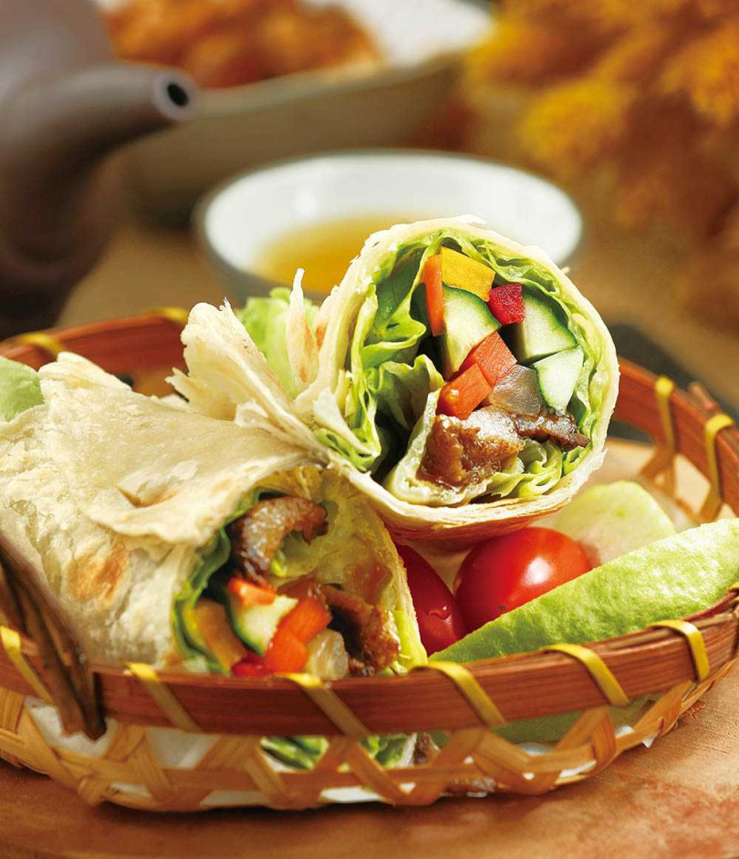 「千層臘肉餅」以大量時蔬搭配臘肉,並有酸甜桔子醬豐富滋味。(180元)(圖/于魯光攝)