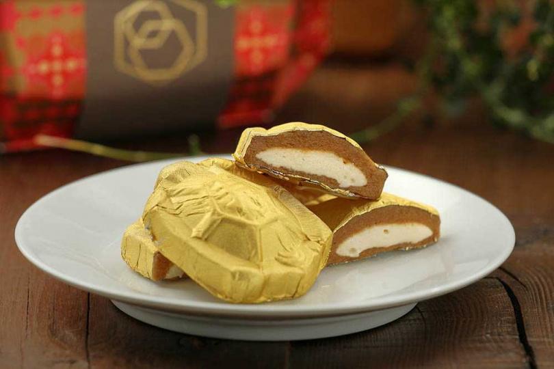 「金龜小財庫」的金錢龜以花生包裹牛軋糖,外層香濃、內富嚼勁。(200元/3入)(圖/于魯光攝)
