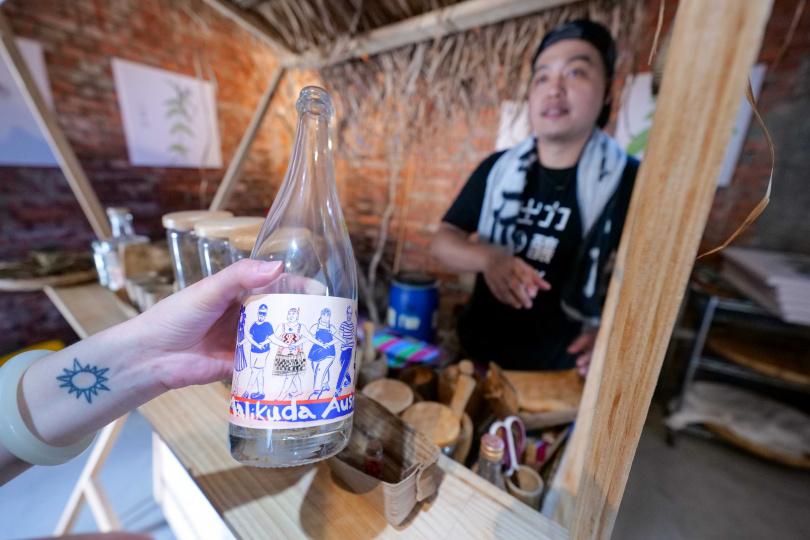 與紐西蘭𝗞𝗶𝗻𝗱𝗲𝗹𝗶、南投威石東跨界合作的「Malikuda牽手酒」。