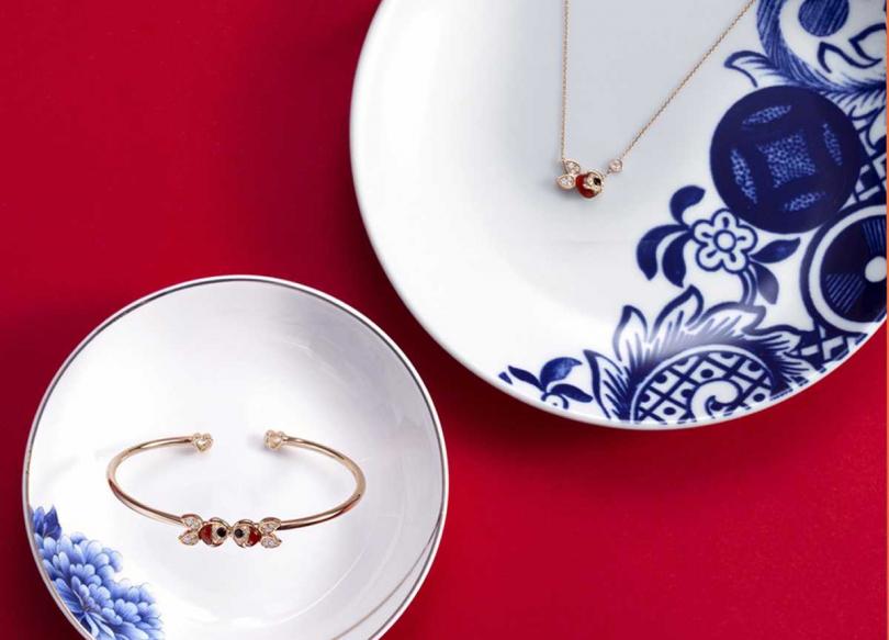 Qeelin「Petite Qin Qin」系列,(左)18K玫瑰金、鑽石、縞瑪瑙和紅瑪瑙。手鐲╱139,500元;(右)項鍊╱75,500元(圖片提供╱Qeelin)