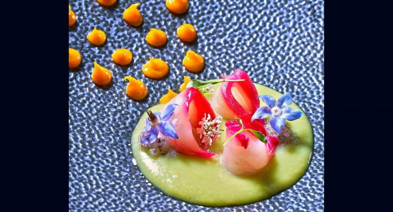 「秘魯魚生佐酪梨醬」生土魠魚佐重口味香料酪梨醬,和台灣地瓜做的香甜橘醬,風味豐富開胃!