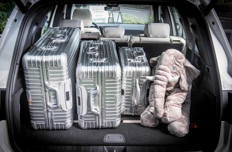 標準5人座時的行李廂空間達560公升,比GLC還大。(圖/台灣賓士提供)