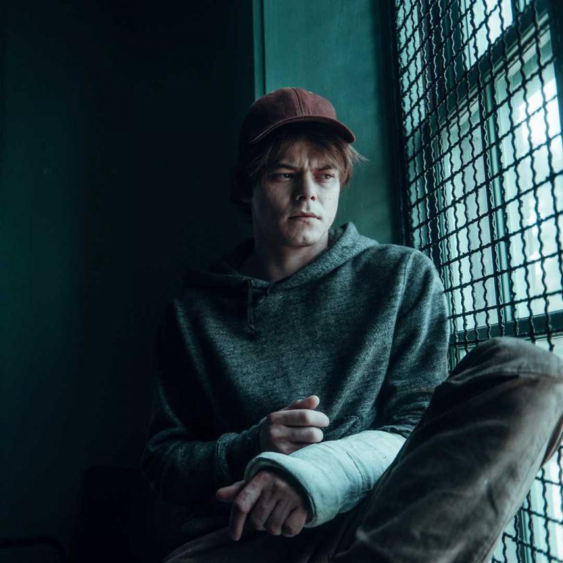 曾演出Netflix《怪奇物語》的查理希頓,在片中扮演擁有瞬間爆破能力的「加農砲」。(圖/二十世紀影業提供)