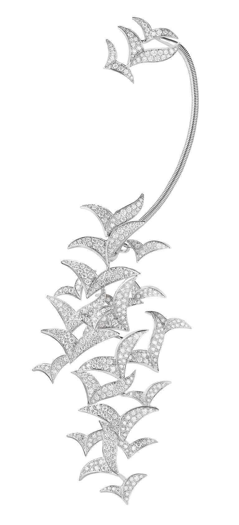BOUCHERON「Murmuration」主題不對稱耳環,白金鑲嵌鑽石╱價格店洽。(圖╱BOUCHERON提供)