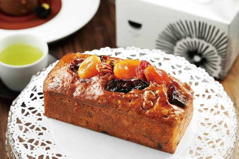 僅供外帶的「無花果磅蛋糕」以紅酒、蜂蜜等將無花果燜煮數小時,還可吃到糖漬柳橙、蘭姆酒葡萄乾等果乾。(480元)(圖/于魯光攝)