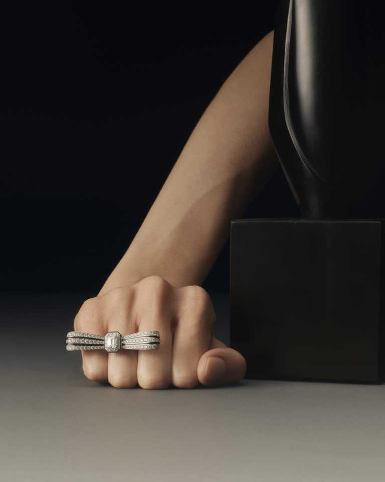 BOUCHERON「Histoire de Style, Art Déco」系列高級珠寶,Noeud Diamants鑽石領結(可拆成單鑽戒指)╱價格店洽。(圖╱BOUCHERON提供)