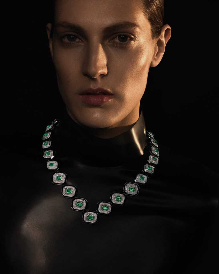 BOUCHERON「Histoire de Style, Art Déco」系列高級珠寶,Col Emeraudes祖母綠寶石衣領╱價格店洽。(圖╱BOUCHERON提供)