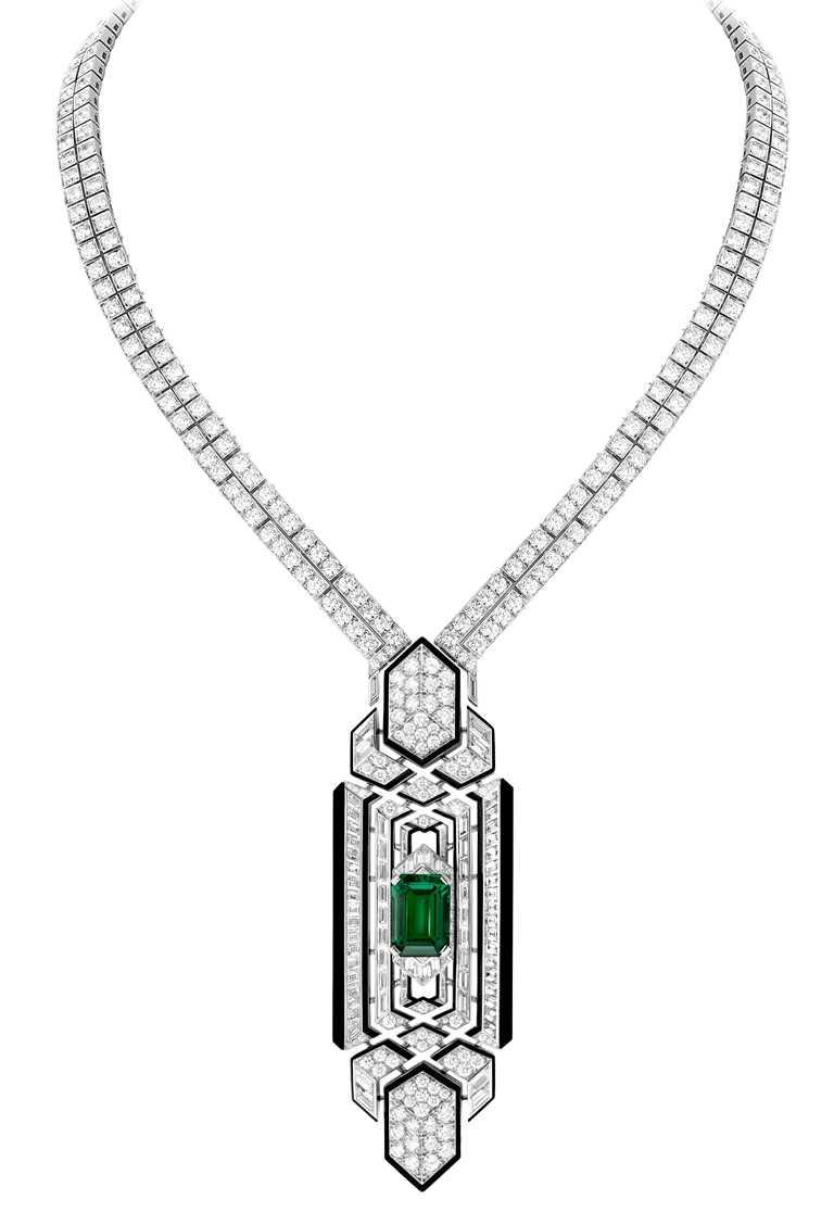 BOUCHERON「Histoire de Style, Art Déco」系列高級珠寶,Cravate Emeraude領帶造型祖母綠珠寶項鍊,可變換成各種佩戴方式。(圖╱BOUCHERON提供)