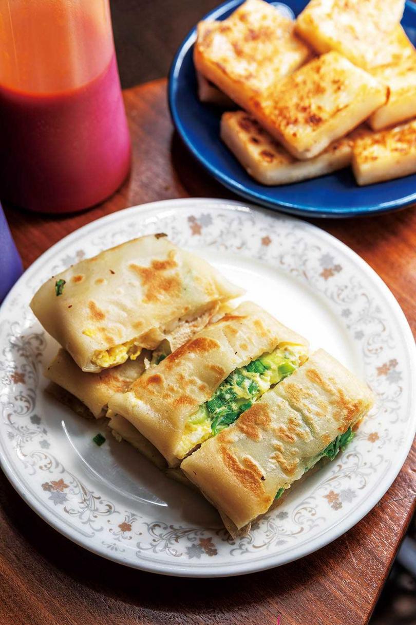 粉漿比例由老闆親自調製的「粉漿蛋餅」有著古早傳統風味。(25元)(圖/焦正德攝)