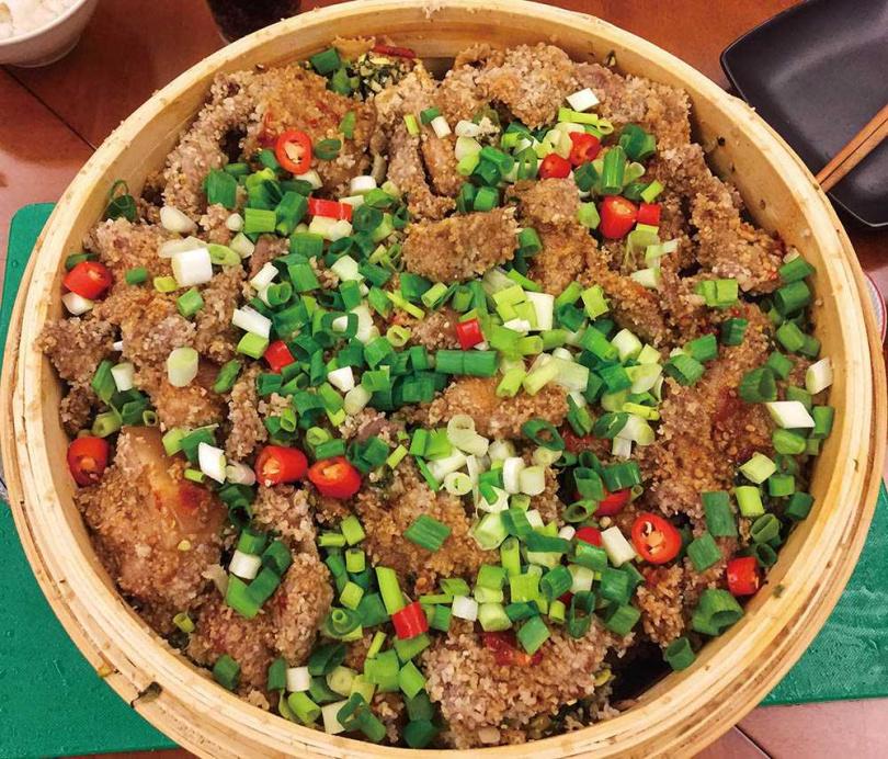 「粉蒸肉」是朱全斌外婆在江西開餐館「美香居」時,店中便有供應的菜色。(圖/朱全斌提供)