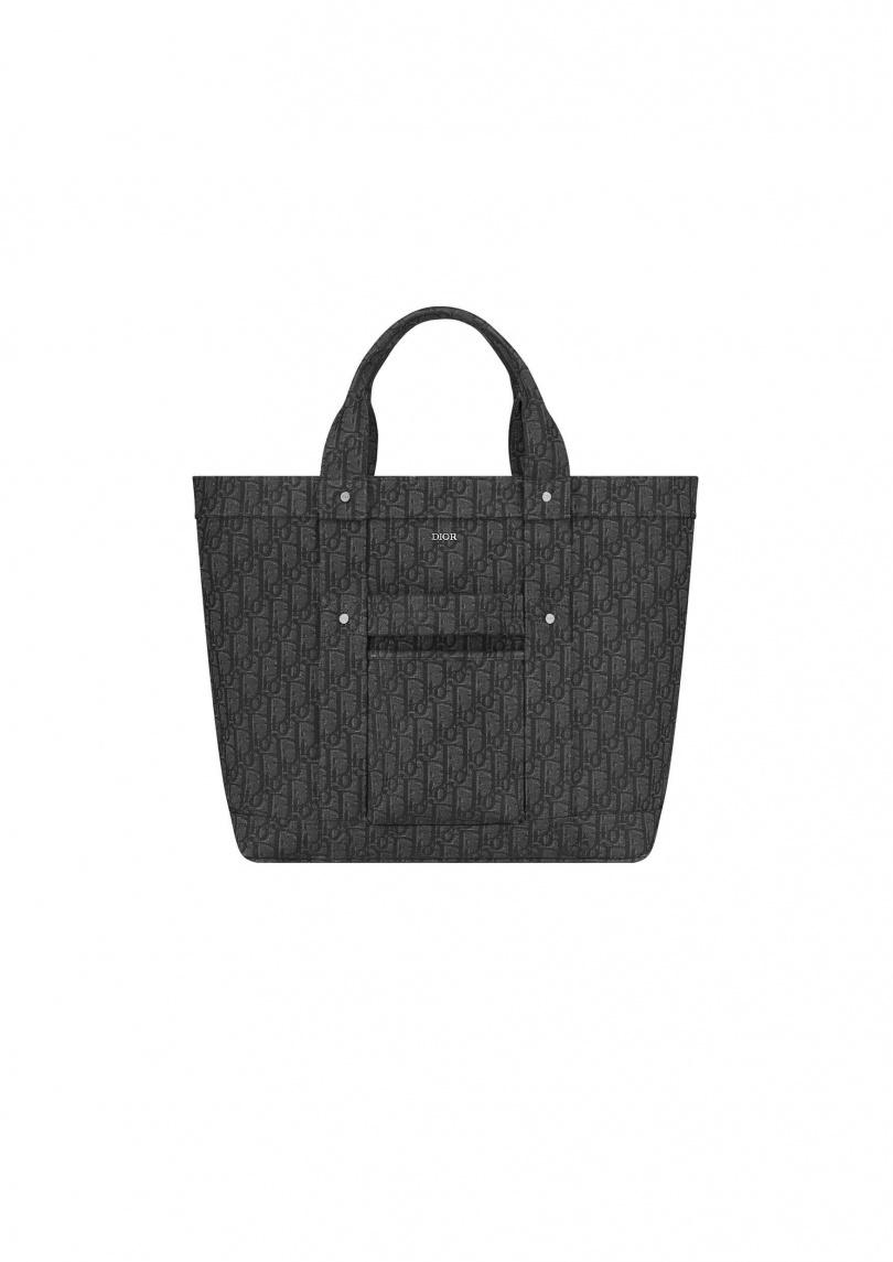 WWDIOR Oblique 黑色緹花托特包。售價NT.100,000元