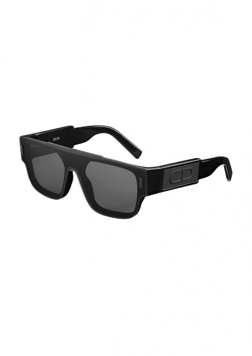 灰色鏡片黑框太陽眼鏡 。售價:NTD18,000元