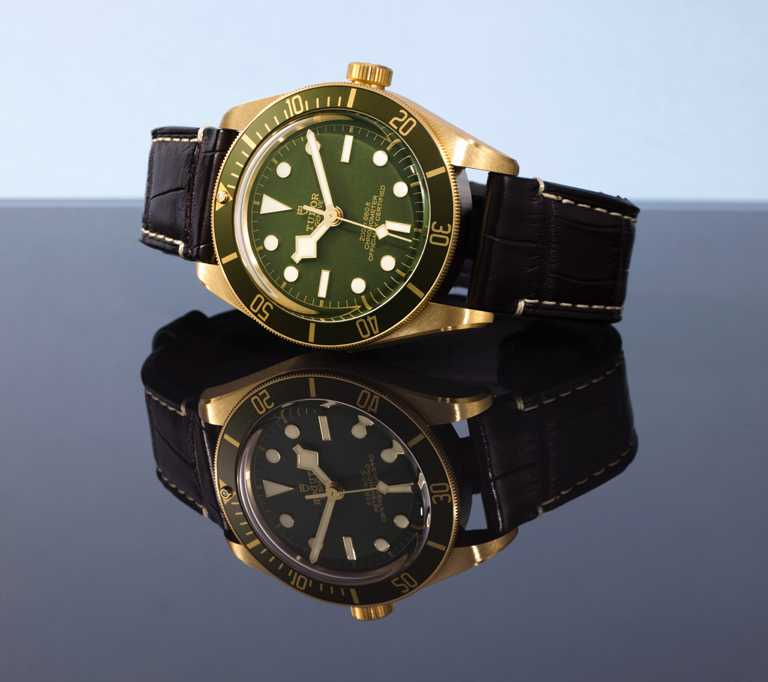 TUDOR「Black Bay Fifty-Eight Bronze碧灣1958型青銅款」腕錶,39mm,18K黃金錶殼,MT5400型自動上鏈機芯╱143,500元。(圖╱TUDOR提供)