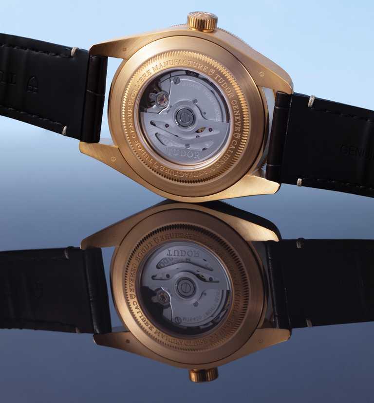 TUDOR「碧灣1958型青銅款」腕錶,搭載帝舵表原廠MT5400型自動上鏈機芯,獲得瑞士官方天文台(COSC)認證,具70小時動力儲存。(圖╱TUDOR提供)