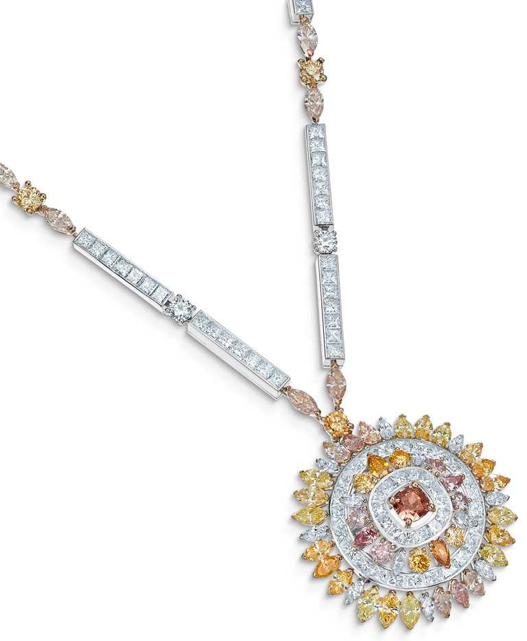 DE BEERS「Reflections of Nature」系列高級珠寶,Motlatse Marvel鑽石圓牌項鍊。(圖╱DE BEERS提供)