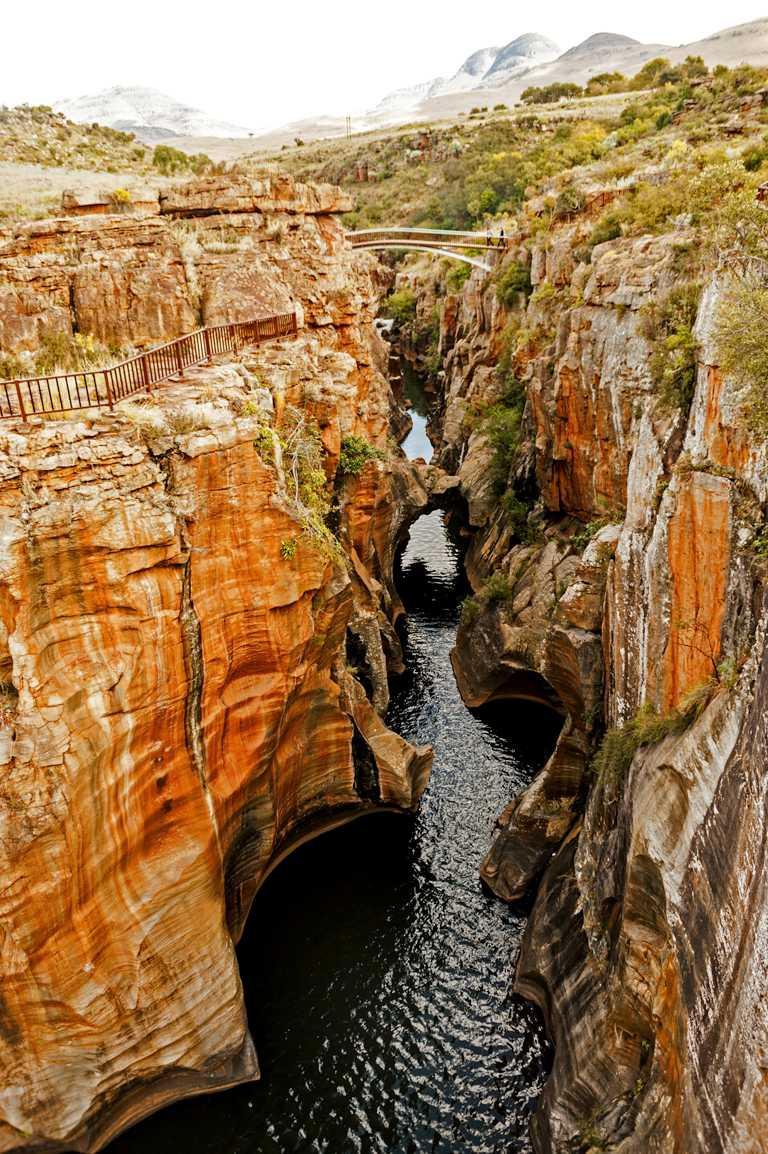 位於南非的莫特拉澤峽谷(Motlatse Canyon),是地球上最大的峽谷之一。(圖╱DE BEERS提供)