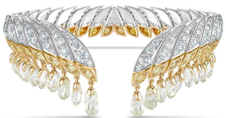 DE BEERS「Reflections of Nature」系列高級珠寶,Namib Wonder開放式鑽石手鐲,鑽石總重達21.32克拉。(圖╱DE BEERS提供)