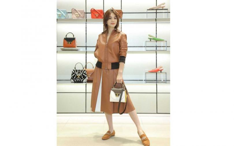 Ella以一身溫柔奶茶色穿著,出席TOD'S新品發表活動。(圖/品牌提供)