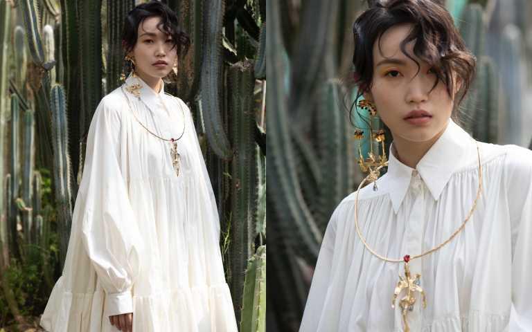 VALENTINO Short Dress in Dab Poplin/約165,800元、Metal and Crystal Winged Crocodile Necklace/約28,230元、Earrings 耳環/價格未定(圖/莊立人 攝)
