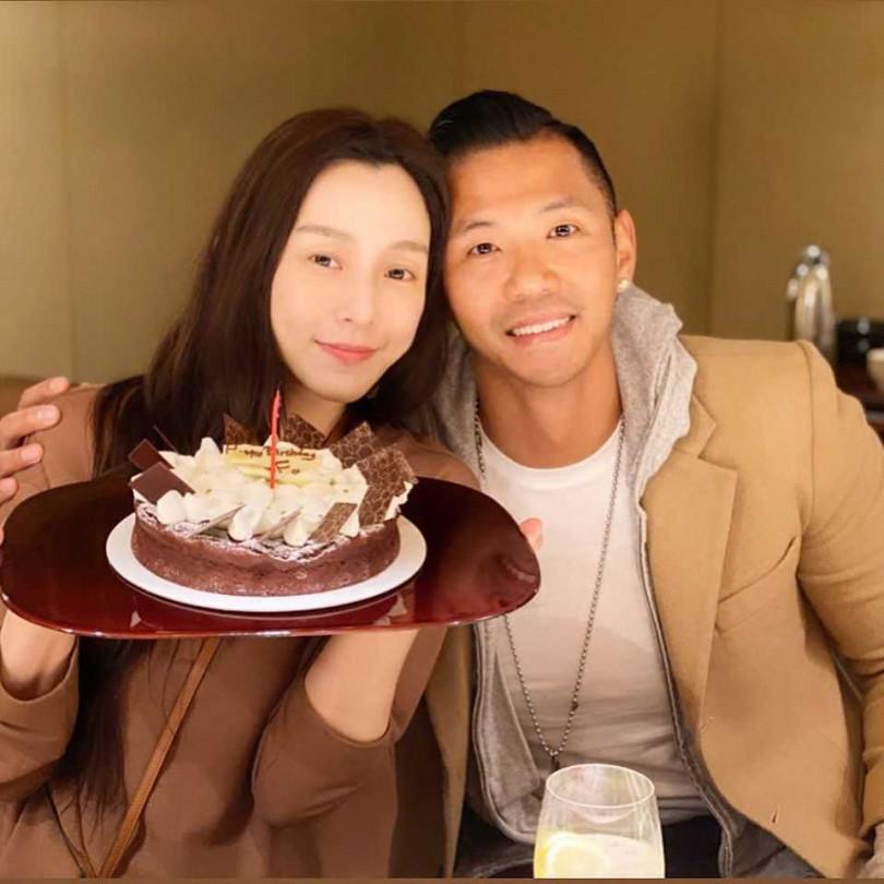 范瑋琪(左)18日迎來44歲生日,老公陳建州特別與她在米其林二星的日本料理店慶生。(圖/翻攝自陳建州臉書)