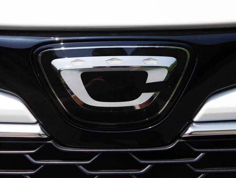 總代理和泰汽車7月將Toyota Auris正名為Corolla Sport,車頭廠徽改為特殊Logo更吸睛。(圖/黃耀徵攝)