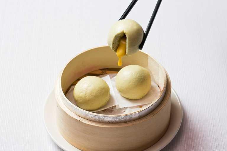 國賓粵菜廳的「薄荷流沙包」也能外帶。(240元)