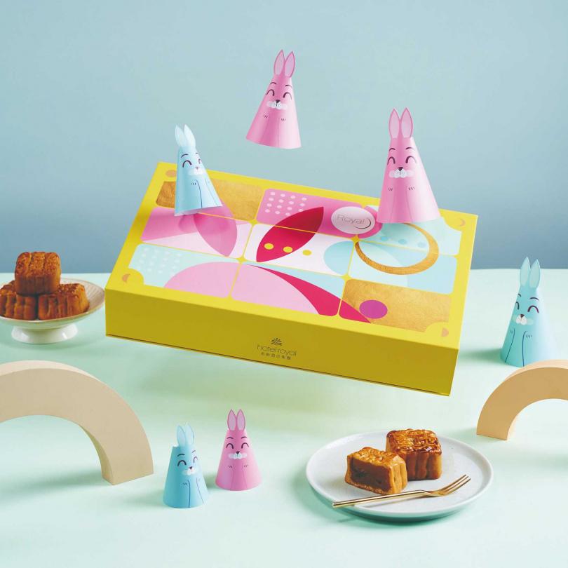「玉兔奔月」採八款小巧精緻一口餅設計,盒蓋可變為九宮格棋盤,充滿童趣。(圖/老爺酒店集團)