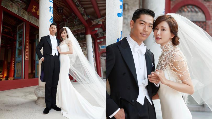 AKIRA也以古典燕尾禮服襯托新娘,純黑、純白的對比搭配古典宗祠的紅更脫俗。(圖/品牌提供)