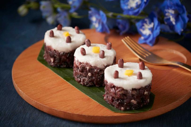 椰香紫米紅豆糕。(圖/台北喜來登SUKHOTHAI提供)
