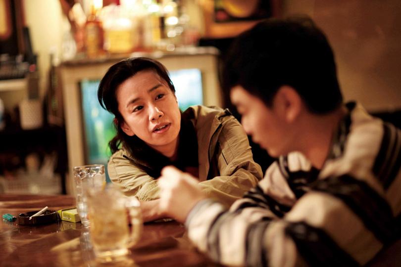 片中刻畫函館市井小民對生活的無奈,與觀光客的感受相差甚遠。(圖/輝洪公司提供)