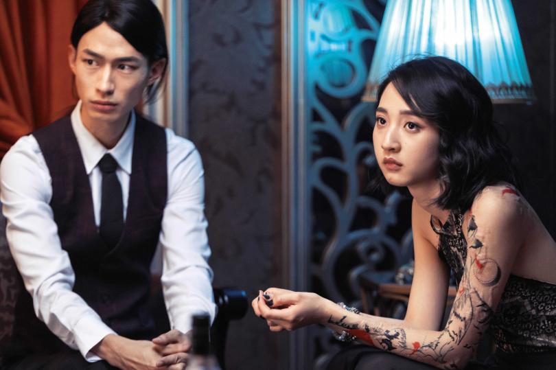 黃河和李沐在《誰是被害者》飾演男女朋友,李沐稱對方是「從小看他戲長大的演員」。(圖/Netflix提供)