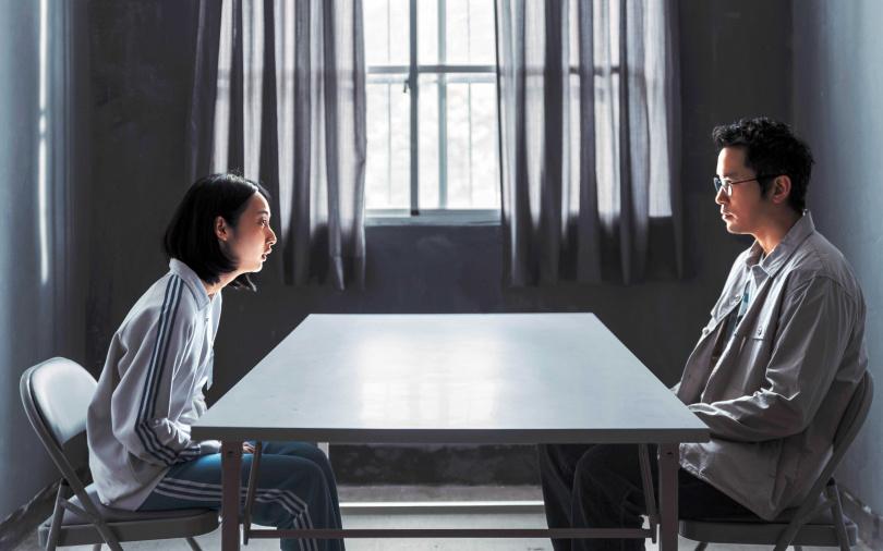 李沐在《誰是被害者》中飾演張孝全的女兒,她說兩人對戲的場面有如補習班,讓她獲益良多。(圖/Netflix提供)