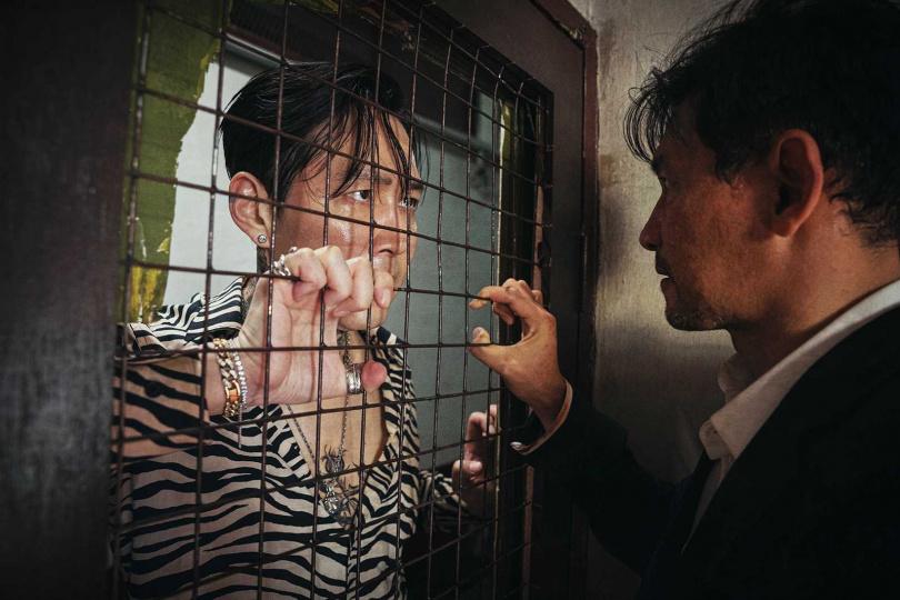 黃晸玟(右)、李政宰睽違7年再度合作復仇追擊強片《魔鬼對決》,兩人以「慘烈的暗殺者」與「無情的追擊者」形象再度相遇。(圖/采昌提供)