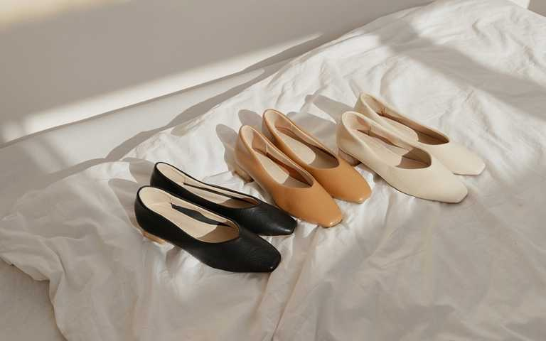 ETUDE leather shop韓系素面方頭低跟共3色 原價NT1,960、優惠價NT.980(圖/Grace Gift)